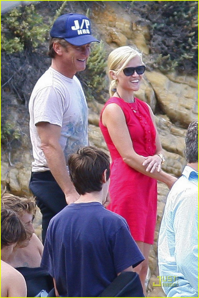 reese witherspoon star spangled beach 052463697