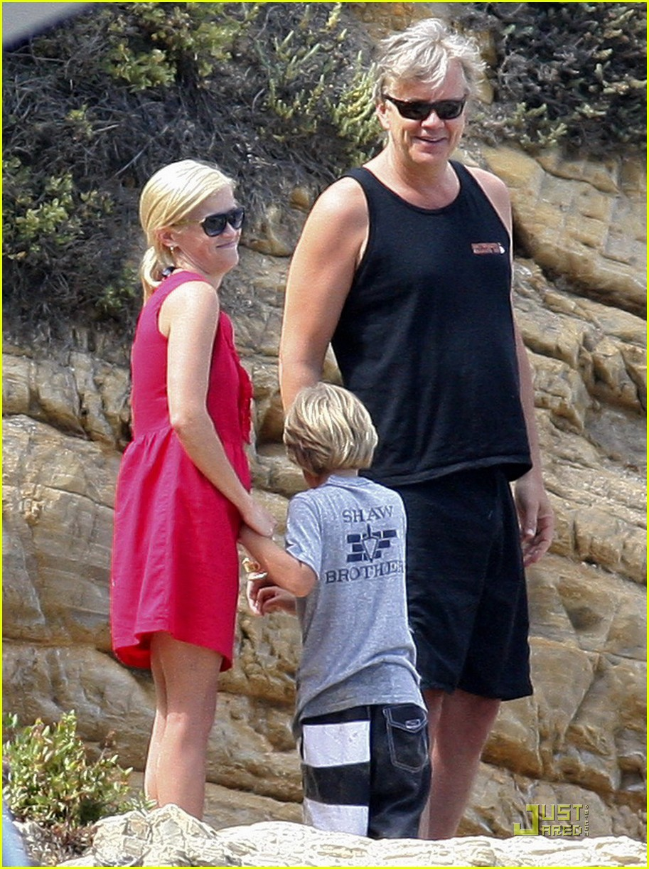 reese witherspoon star spangled beach 06