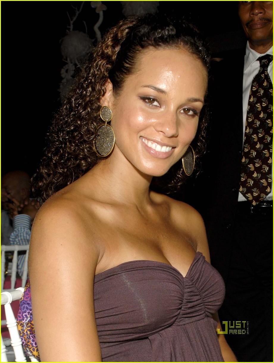 Leaked Alicia Keys nudes (22 pics), Leaked