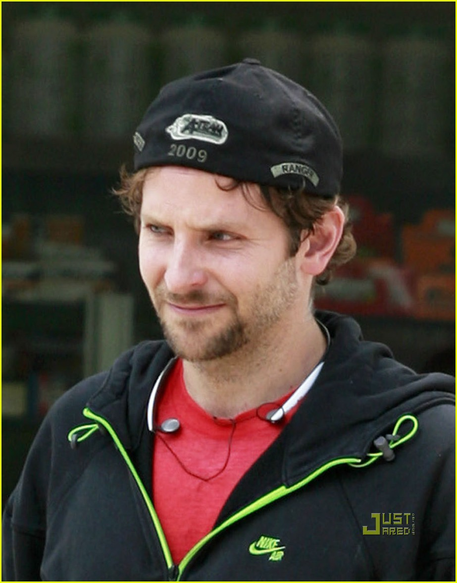 bradley cooper to honeymoon with robert deniro 042471430