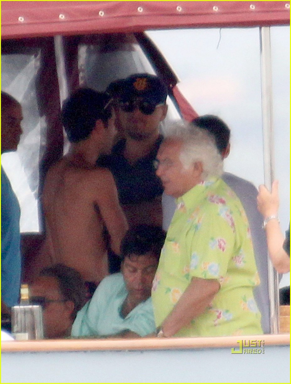 leonardo dicaprio bar refaeli yacht ride 032472368