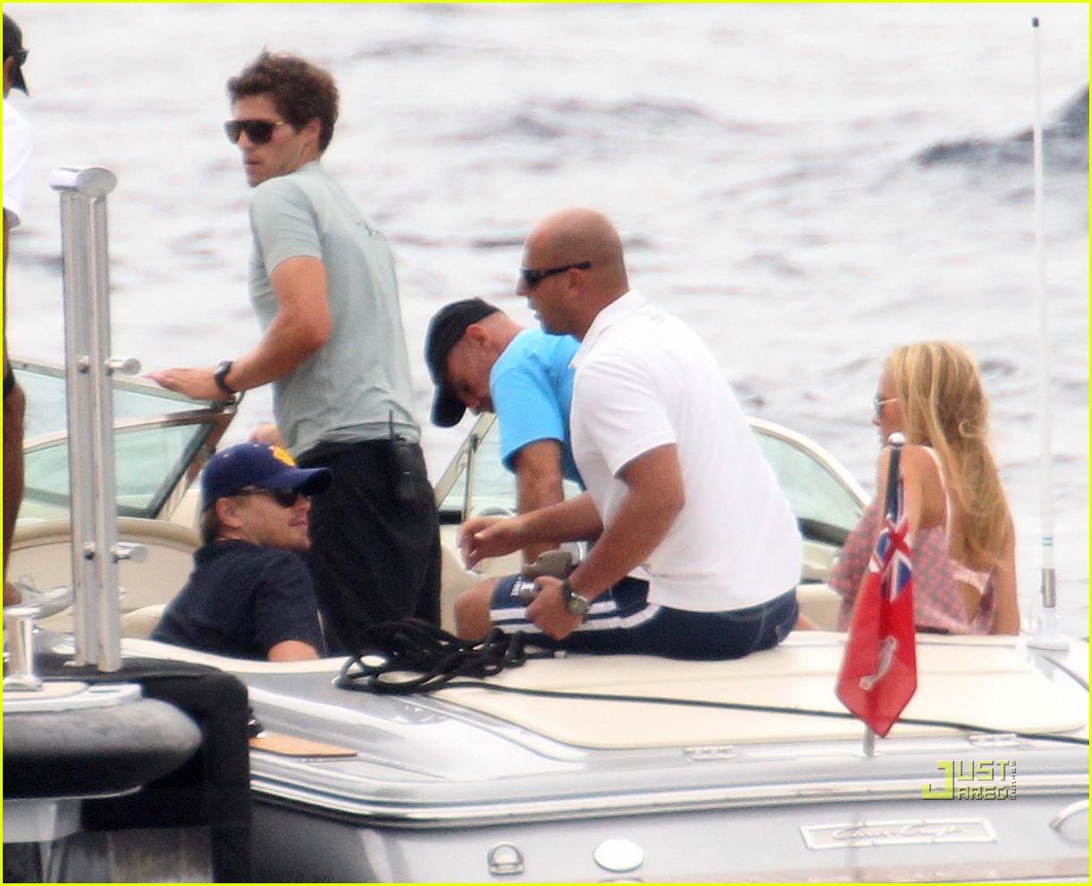 leonardo dicaprio bar refaeli yacht ride 102472375