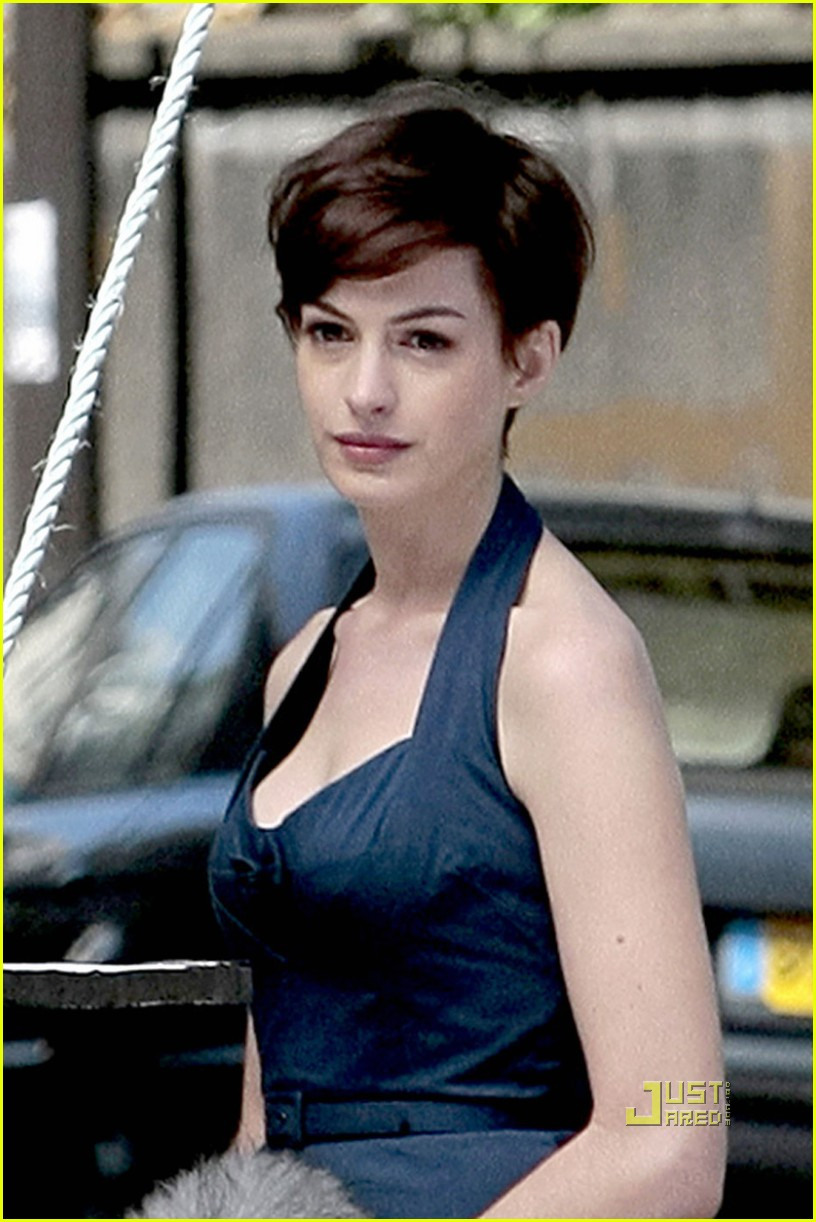 anne hathaway pixie haircut one day 042476711