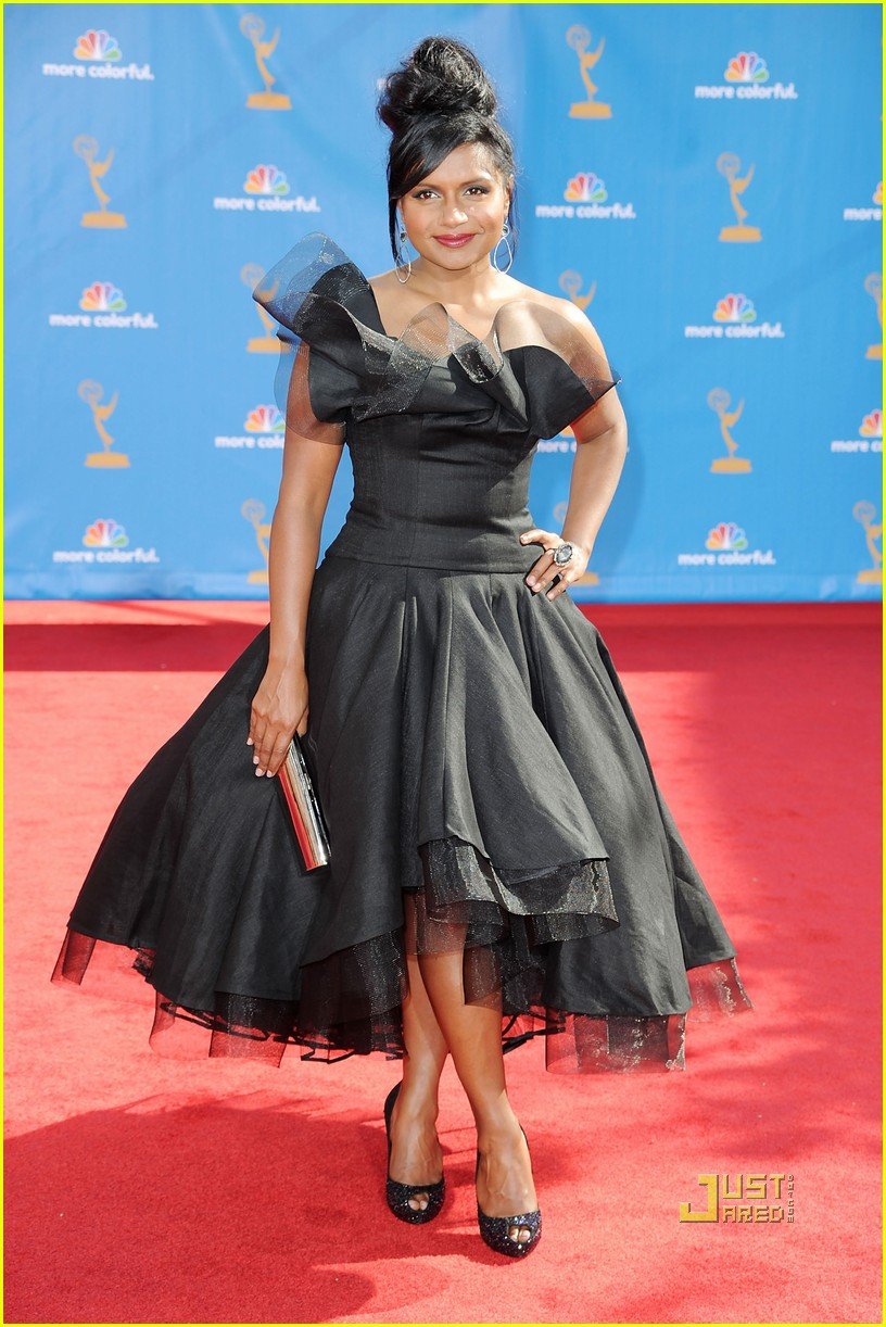 mindy kaling emmys 2010 red carpet 02