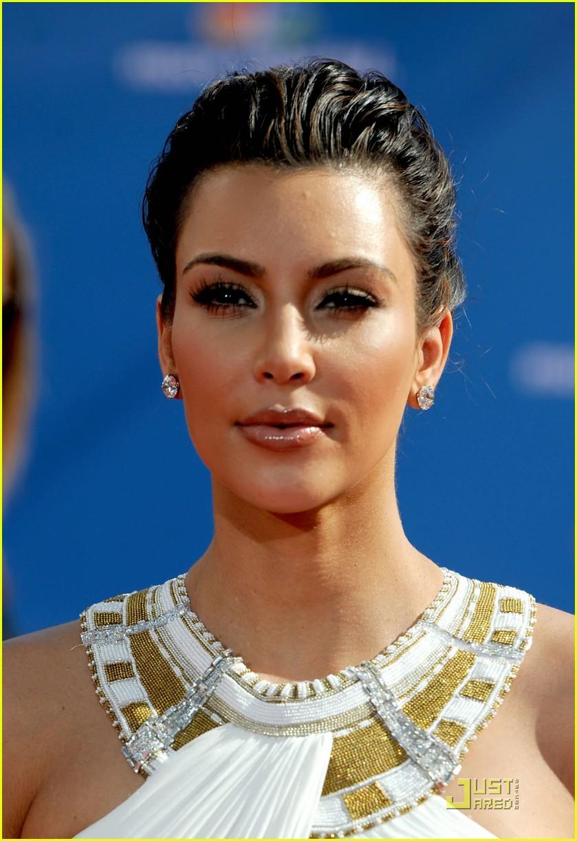 kim kardashian 2010 emmys 032476299