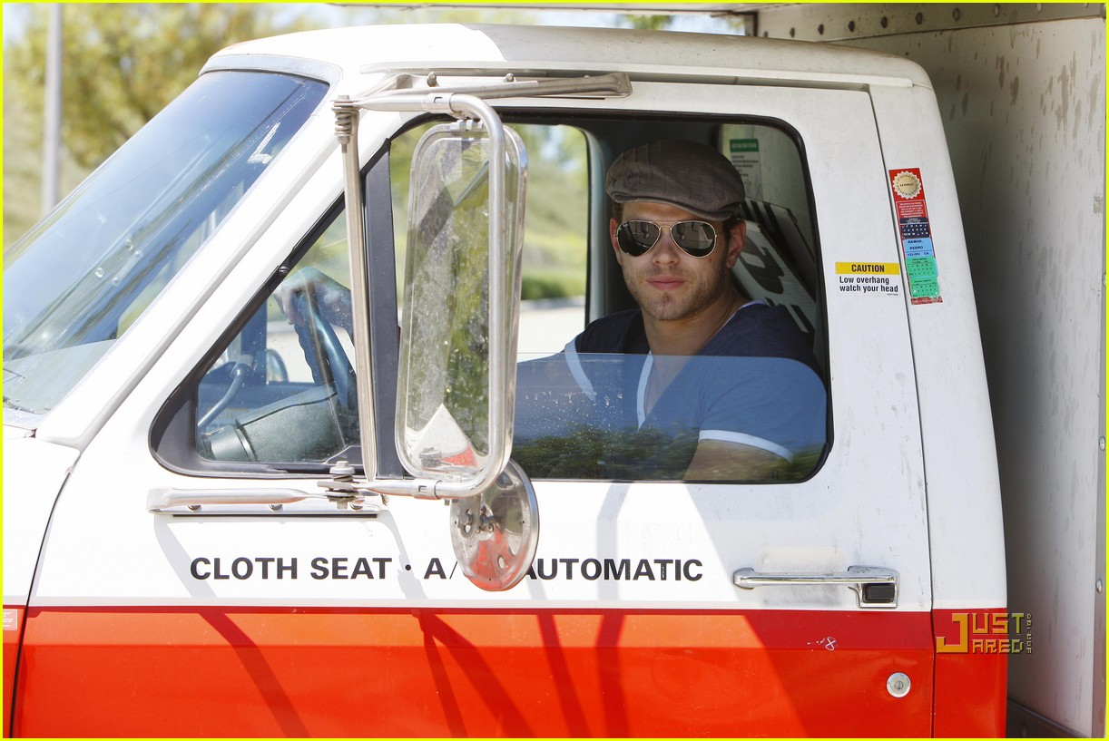 kellan lutz uhaul truck dog walking 012471225