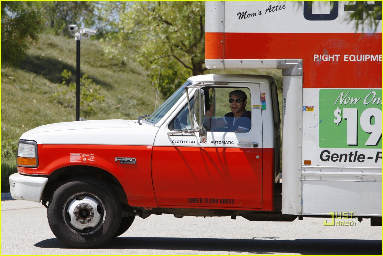 kellan lutz uhaul truck dog walking 032471227