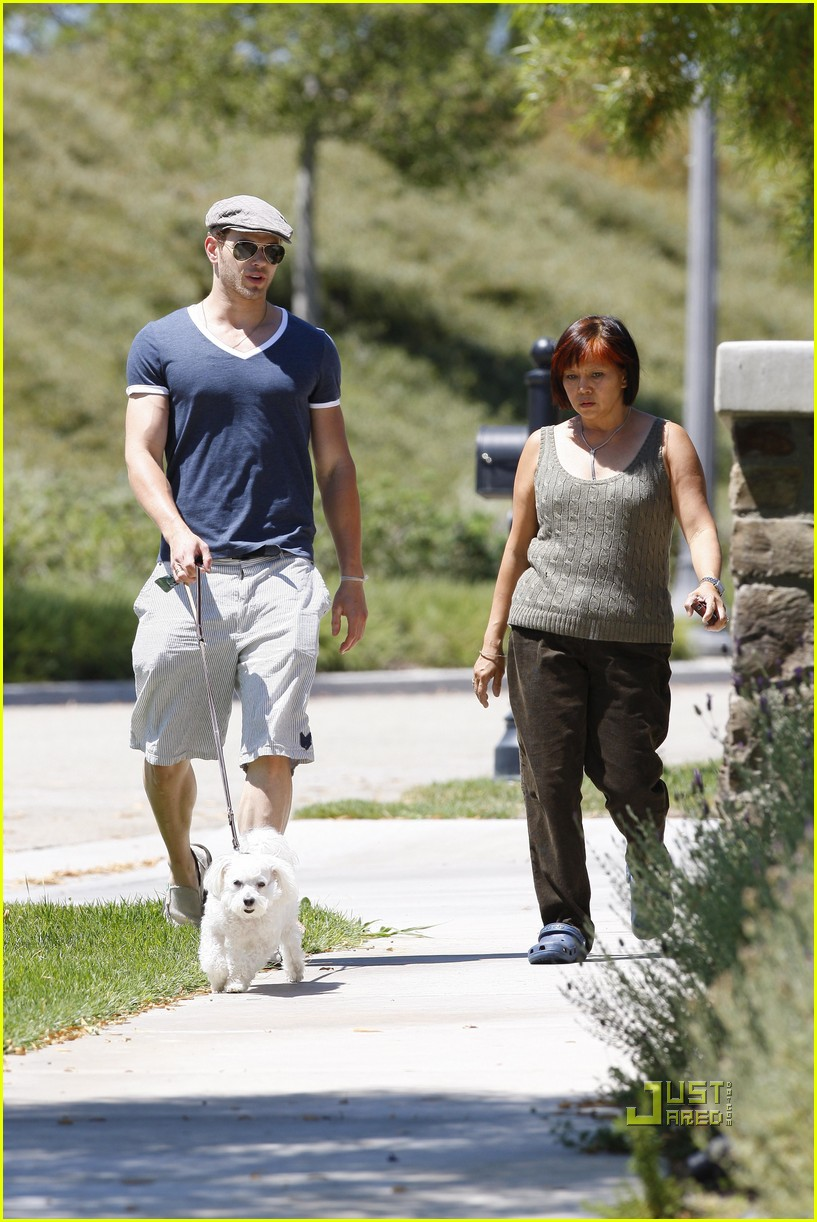 kellan lutz uhaul truck dog walking 06