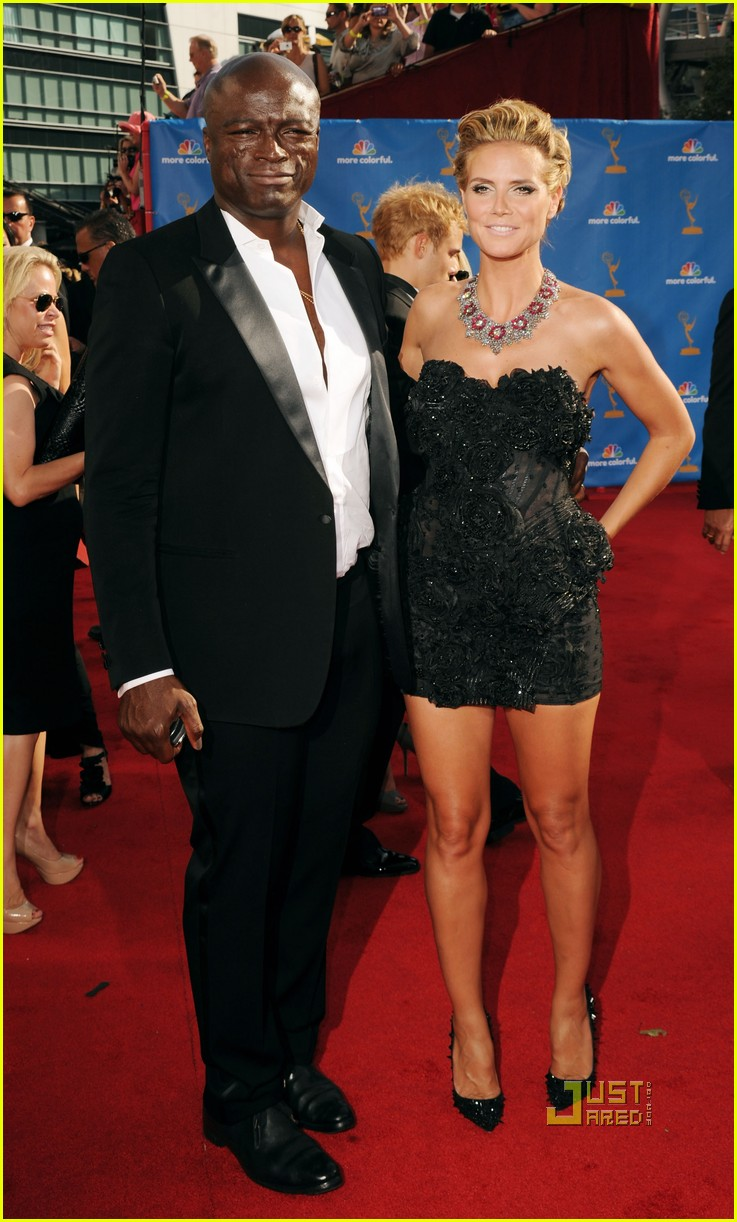 heidi klum seal emmys 2010 red carpet 02