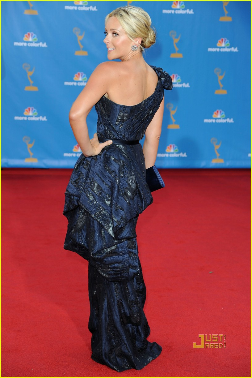 jane krakowski emmys red carpet 03