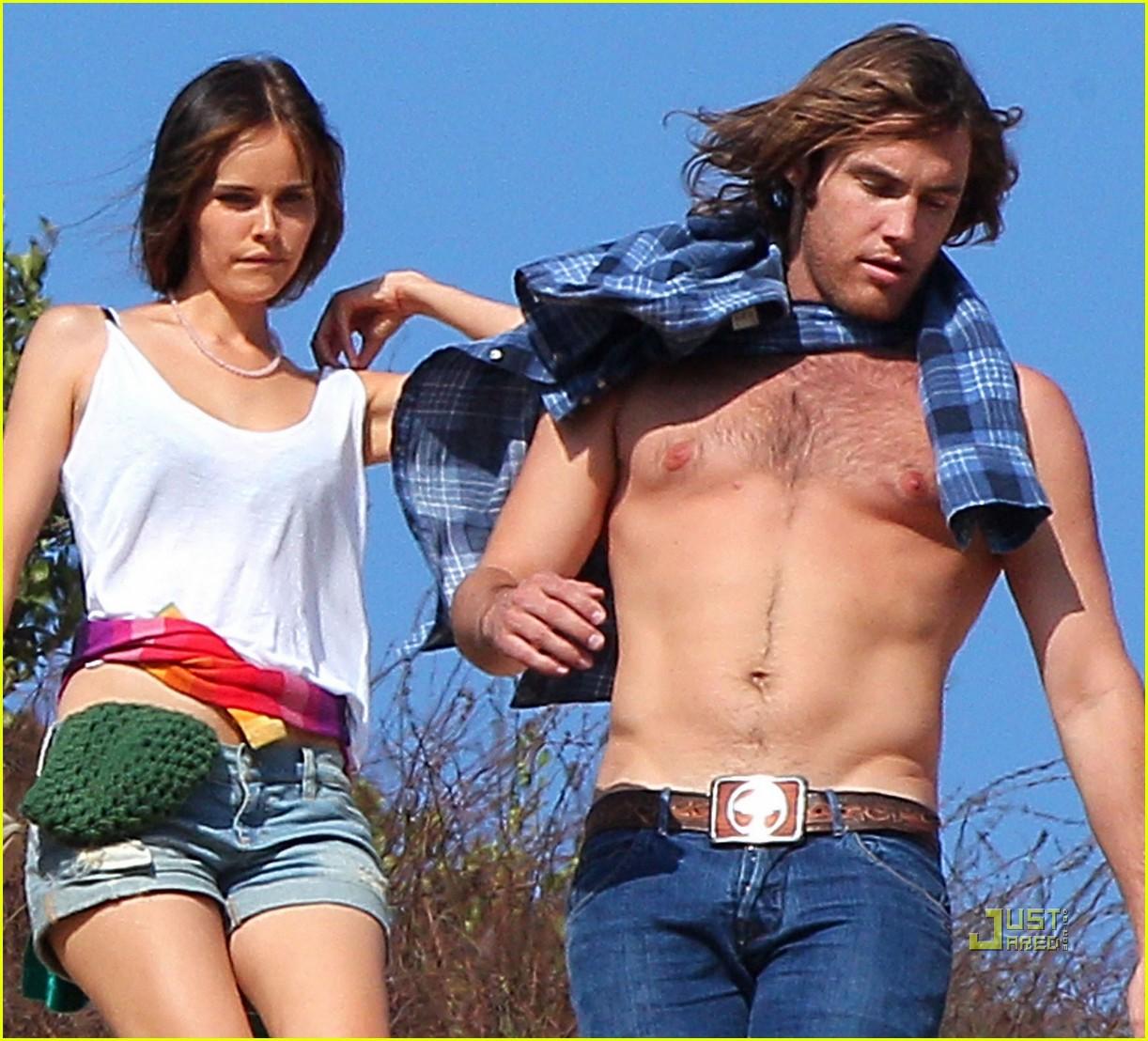 isabel lucas new boyfriend shirtless arm tattoo 042476488