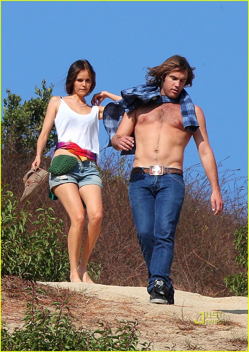 isabel lucas new boyfriend shirtless arm tattoo 082476492