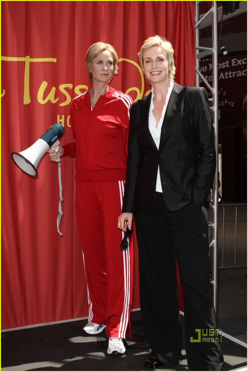 jane lynch madame tussauds sue sylvester wax figure 032471339