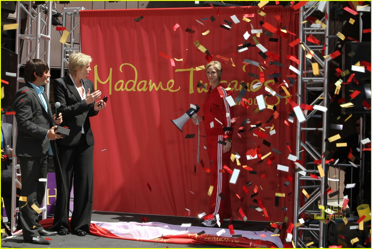 jane lynch madame tussauds sue sylvester wax figure 04