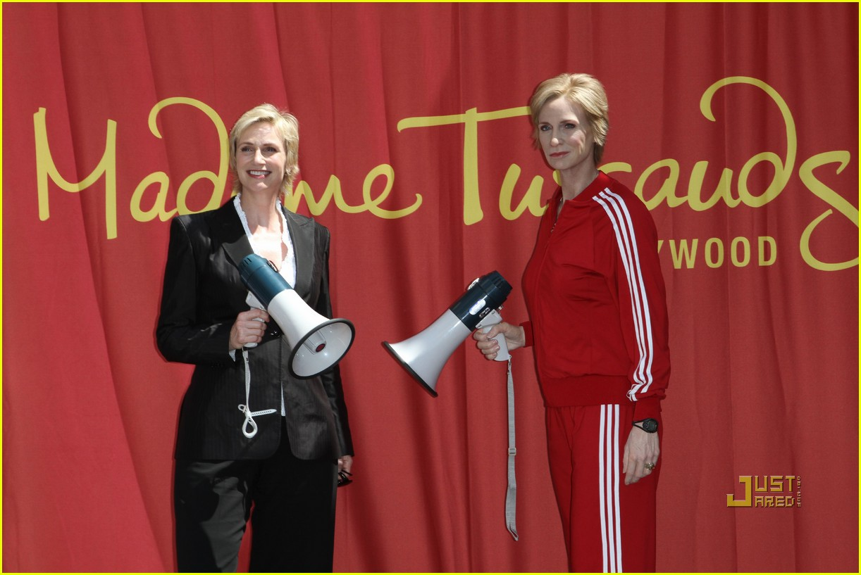 jane lynch madame tussauds sue sylvester wax figure 06