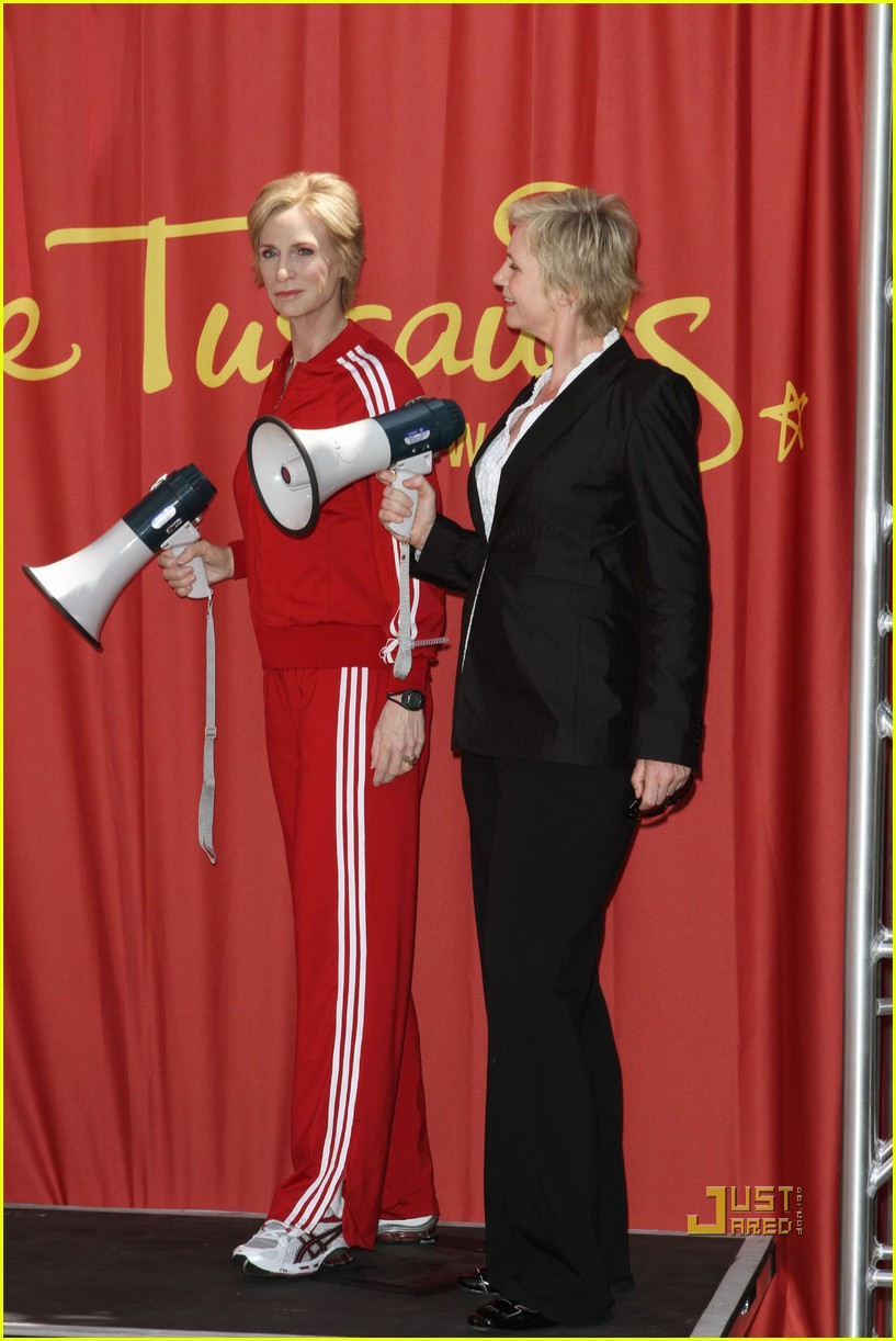 jane lynch madame tussauds sue sylvester wax figure 09