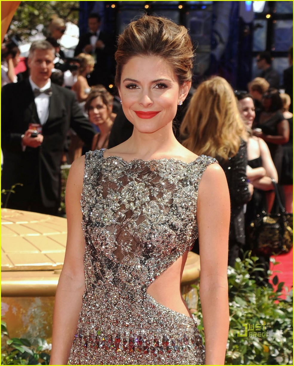 maria menounos 2010 emmy awards red carpet 032476066
