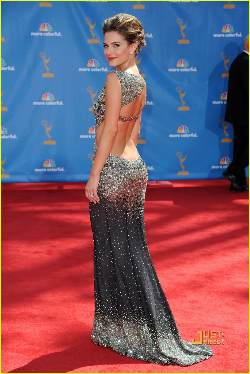 maria menounos 2010 emmy awards red carpet 052476068