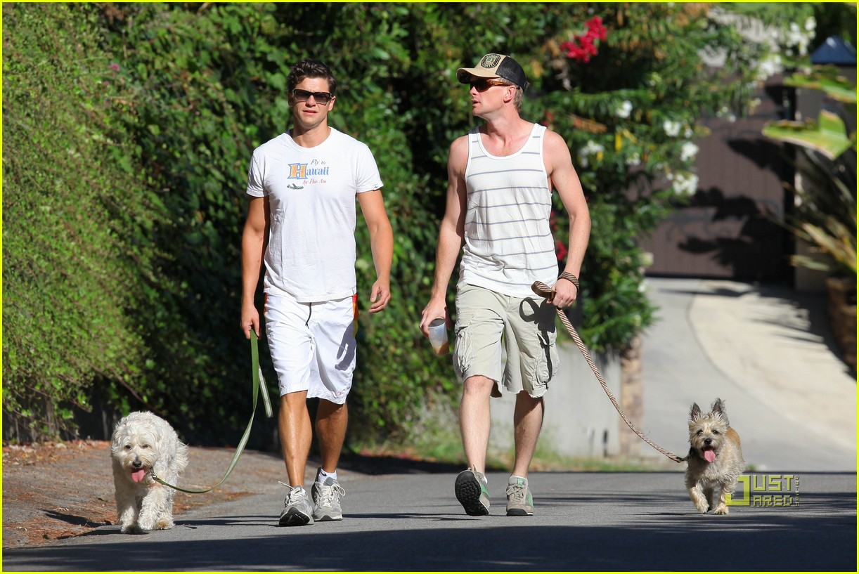 neil patrick harris david burtka dogwalking 04