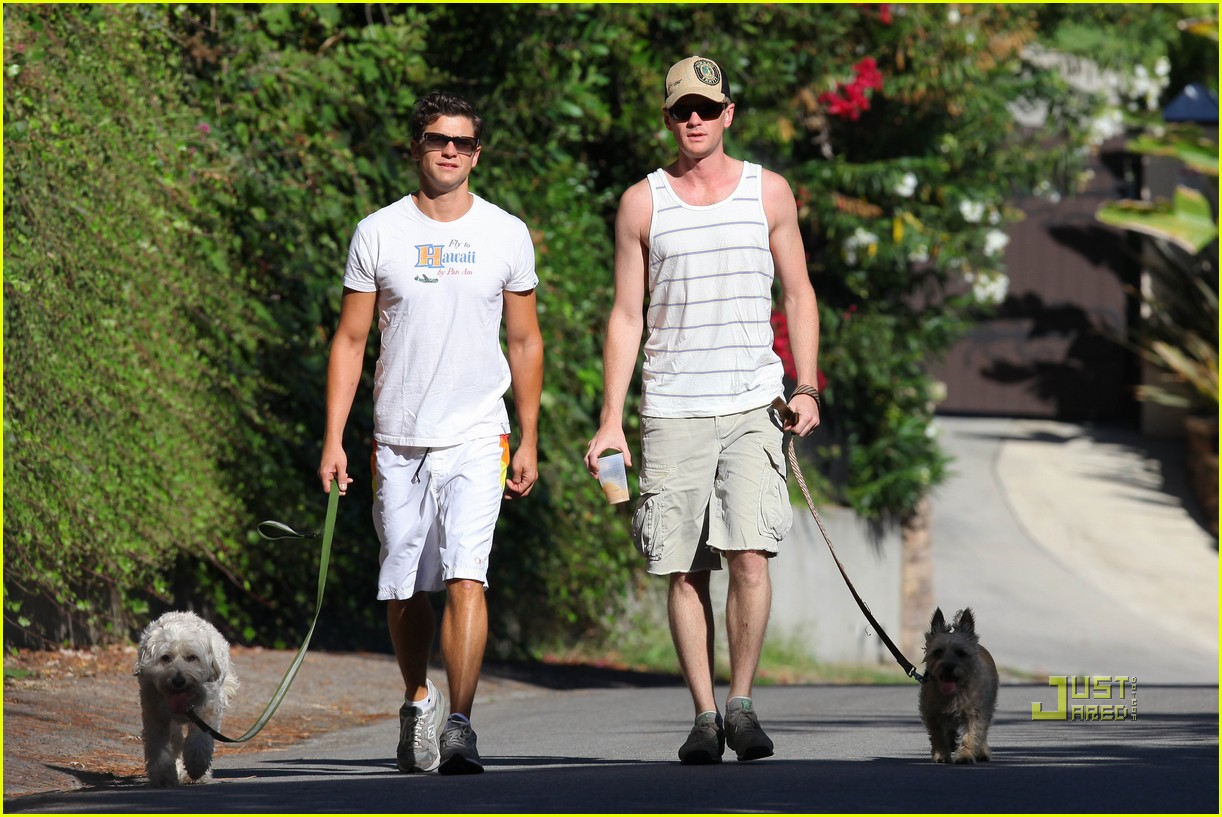 neil patrick harris david burtka dogwalking 122474790