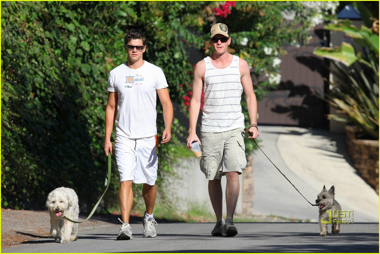 neil patrick harris david burtka dogwalking 132474791