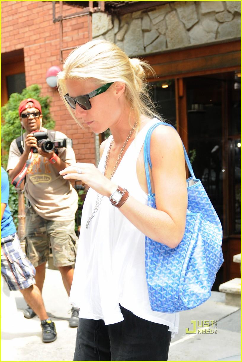gwyneth paltrow soho nyc sunglasses 022472590
