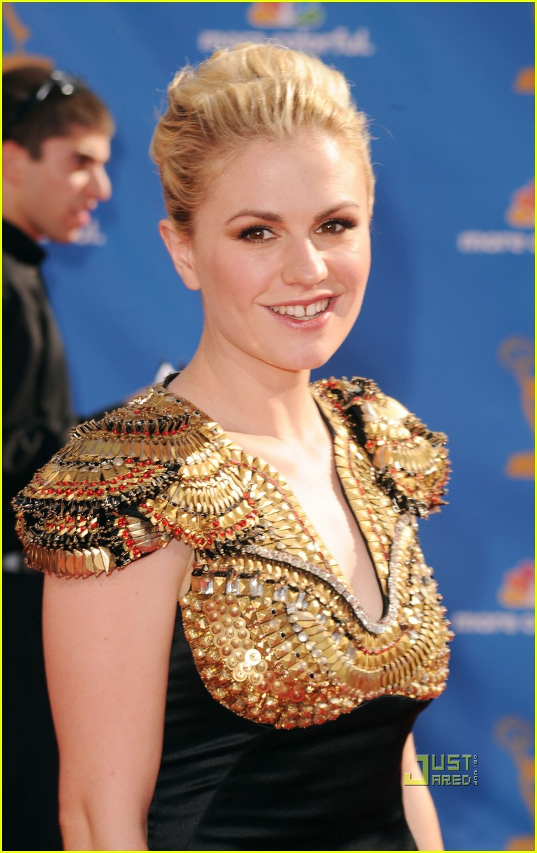 anna paquin stephen moyer emmys 2010 red carpet 02