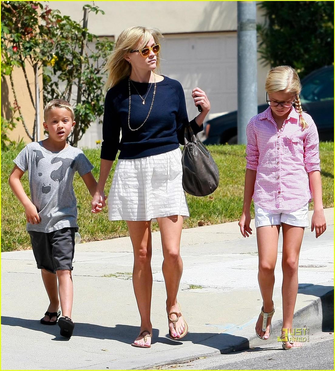 Риз уизерспун и ее муж и дети фото