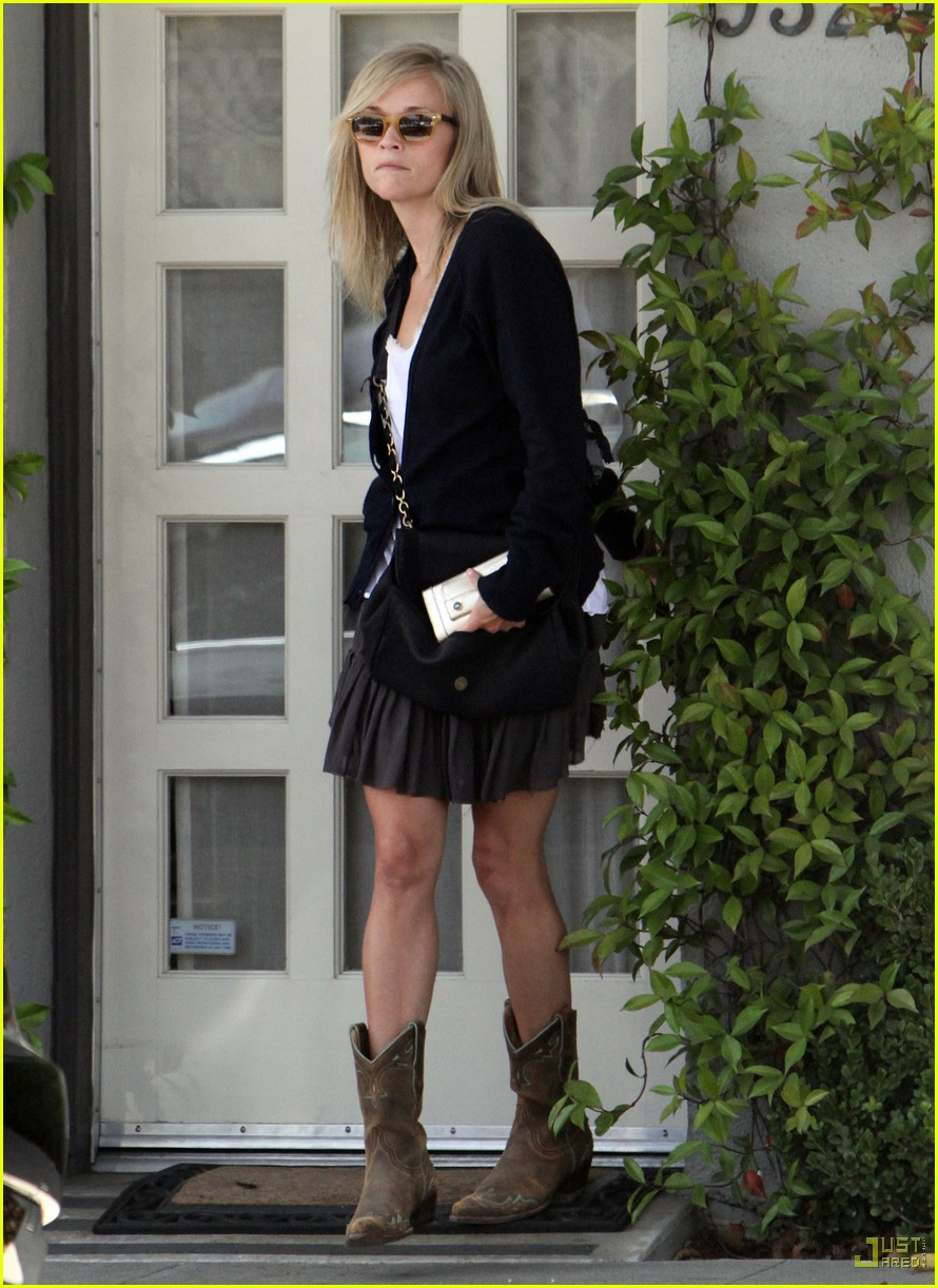 reese witherspoon cowboy boots byron tracey salon 092471771