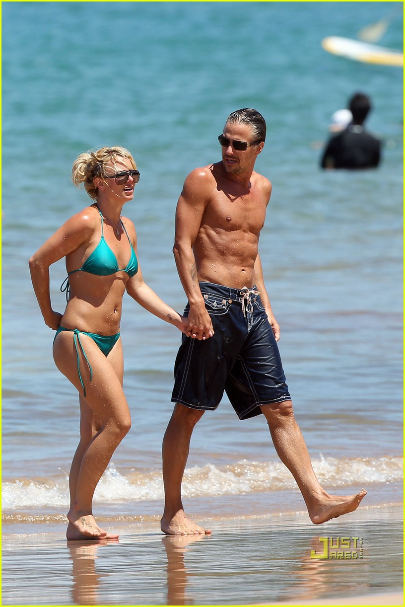 britney spears bright green bikini maui jason trawick kiss 022475412