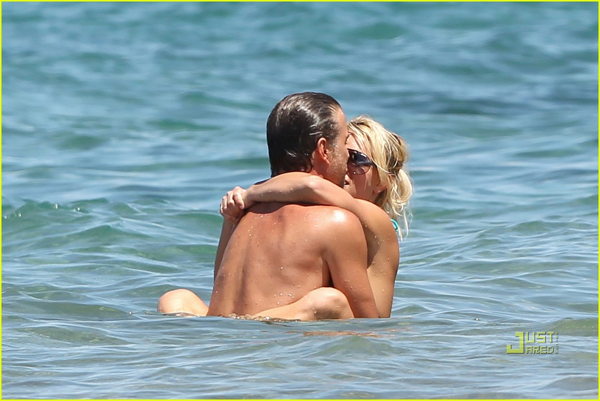britney spears bright green bikini maui jason trawick kiss 052475415