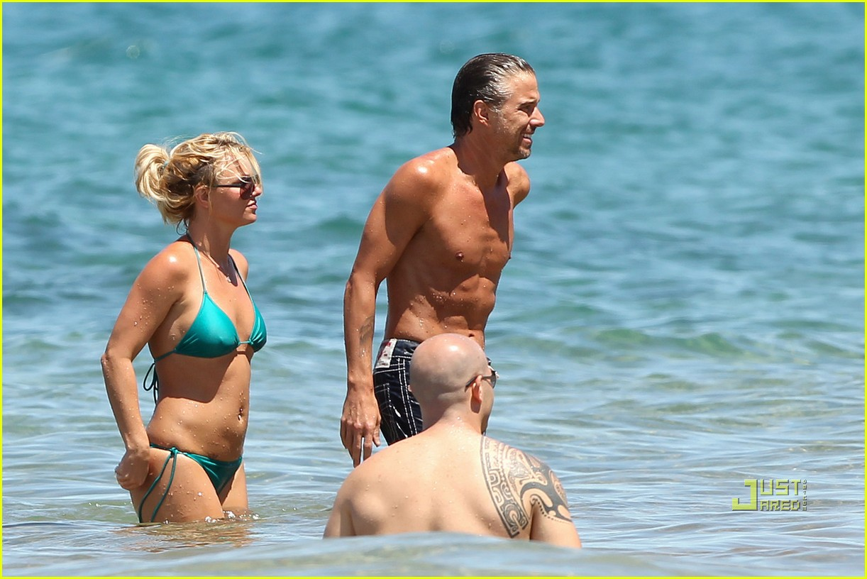 britney spears bright green bikini maui jason trawick kiss 09