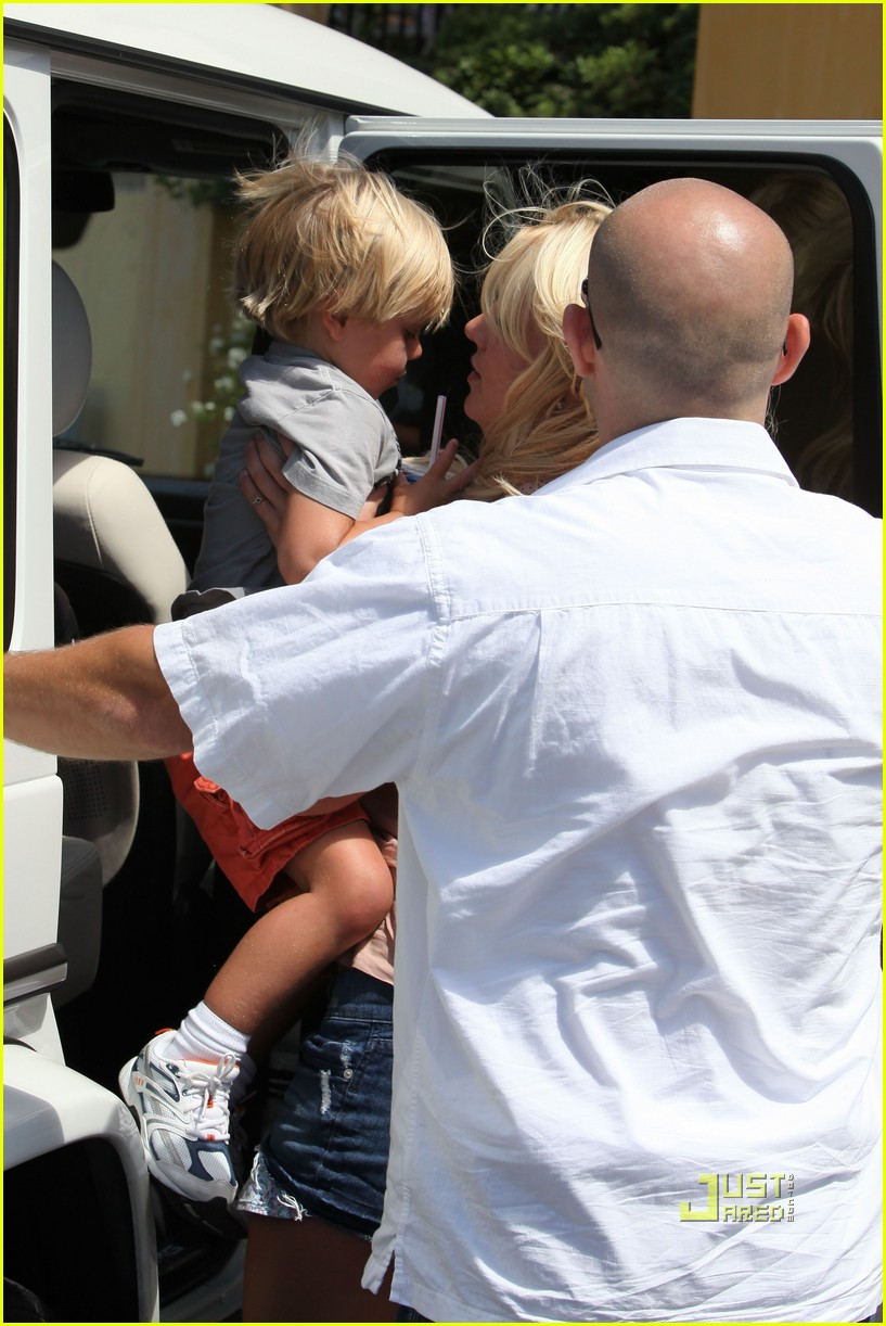 britney spears burgers with her boys 222474003
