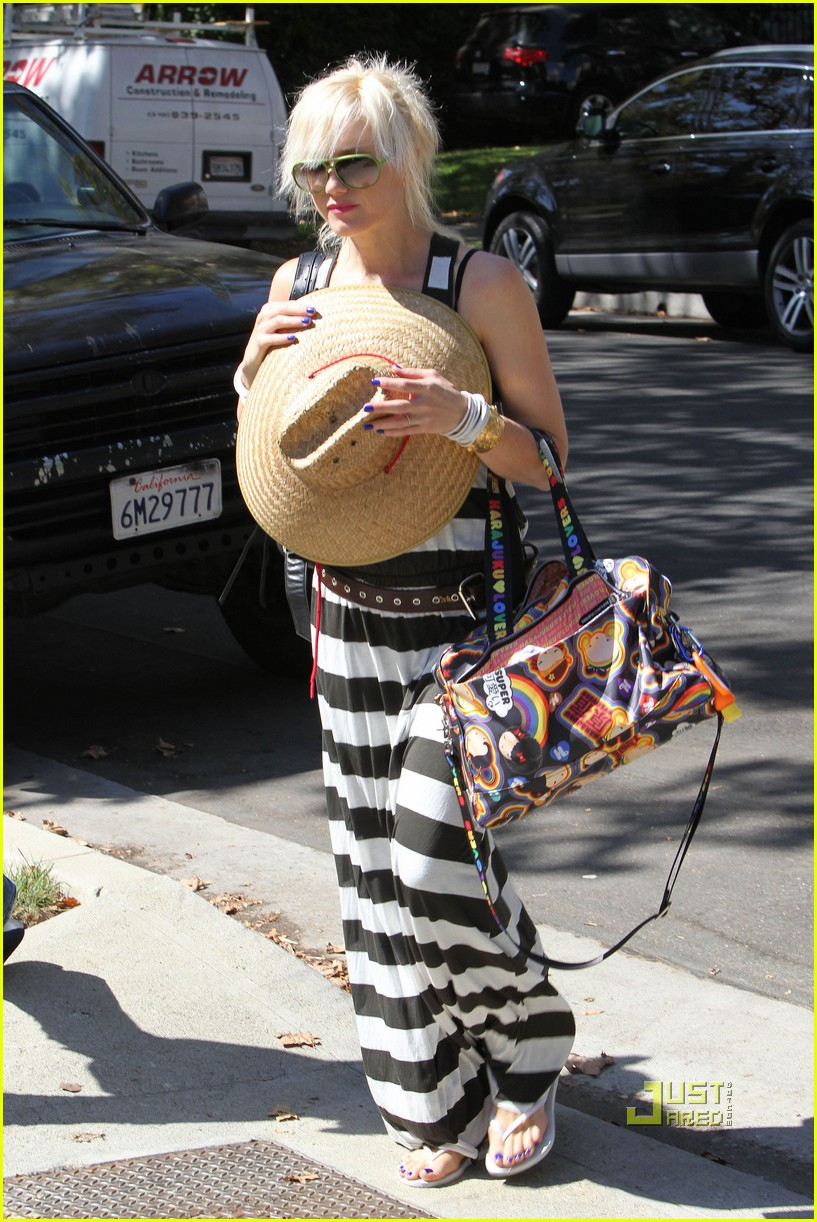 gwen stefani kingston zuma grandmas house 082475428