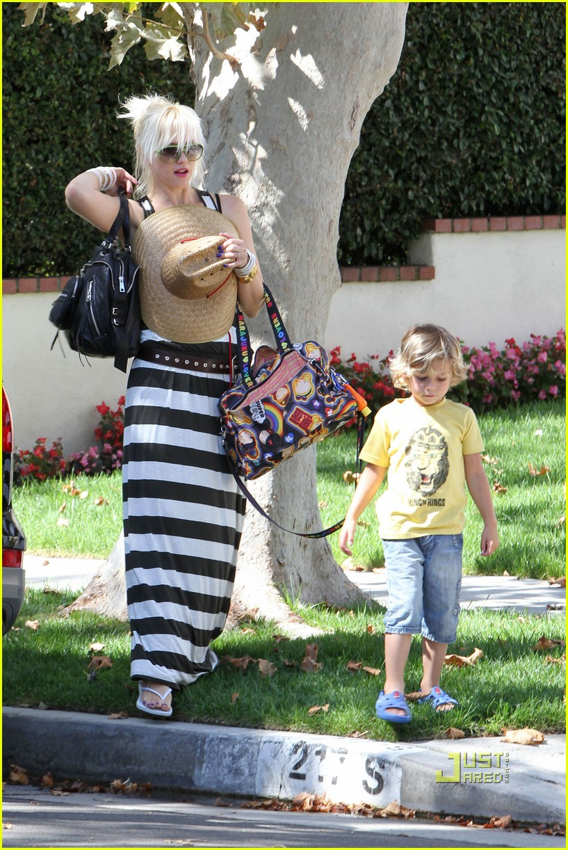 gwen stefani kingston zuma grandmas house 102475430
