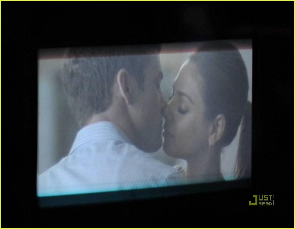 justin timberlake mila kunis kissing 042470685