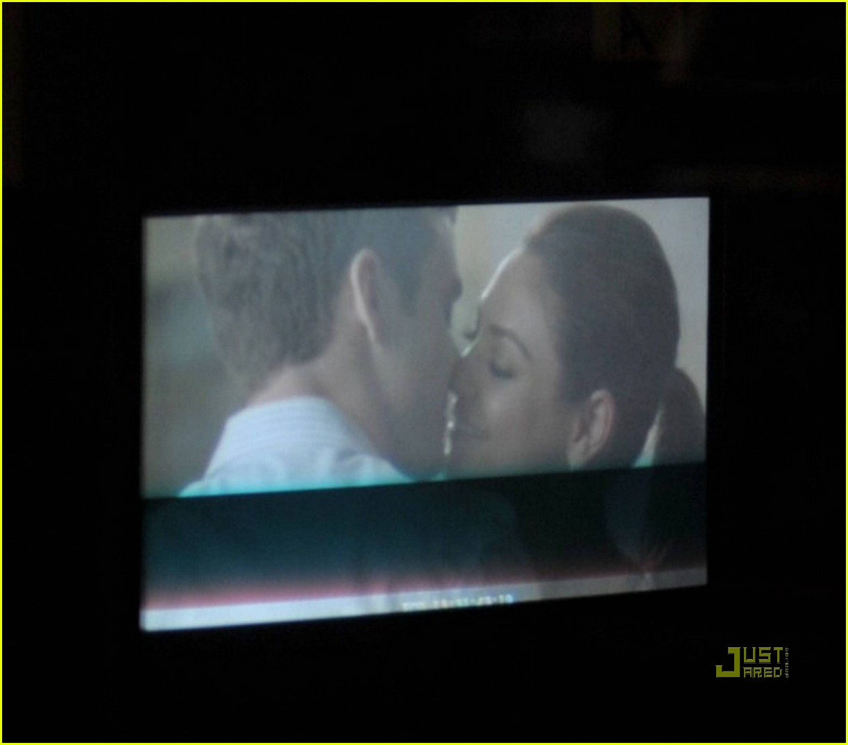 justin timberlake mila kunis kissing 07