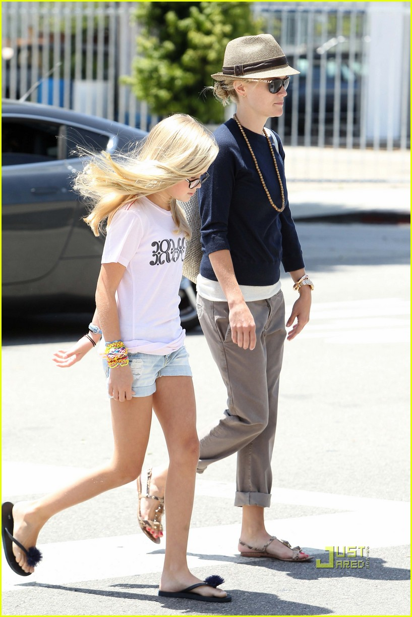 reese witherspoon ava phillippe iced tea time 042471449