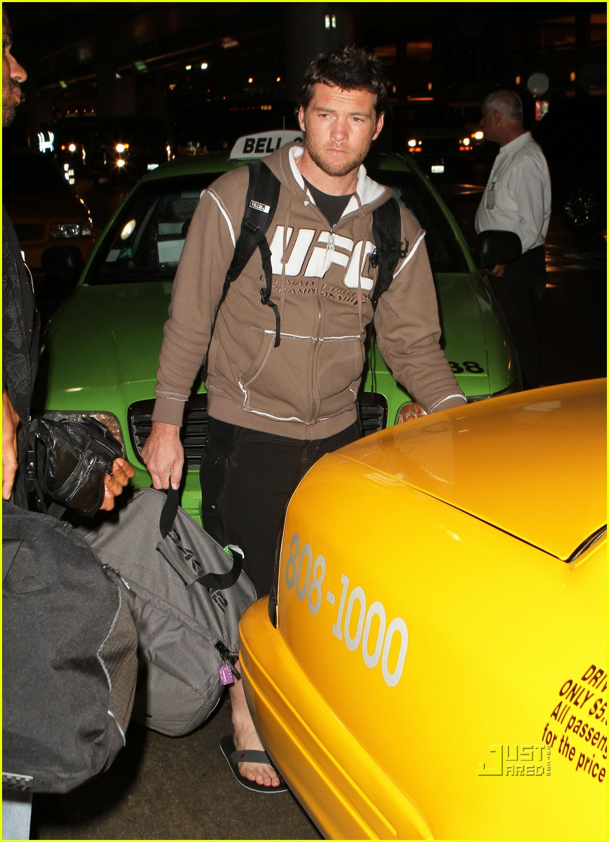sam worthington lax airport ufc sweatshirt 052473483