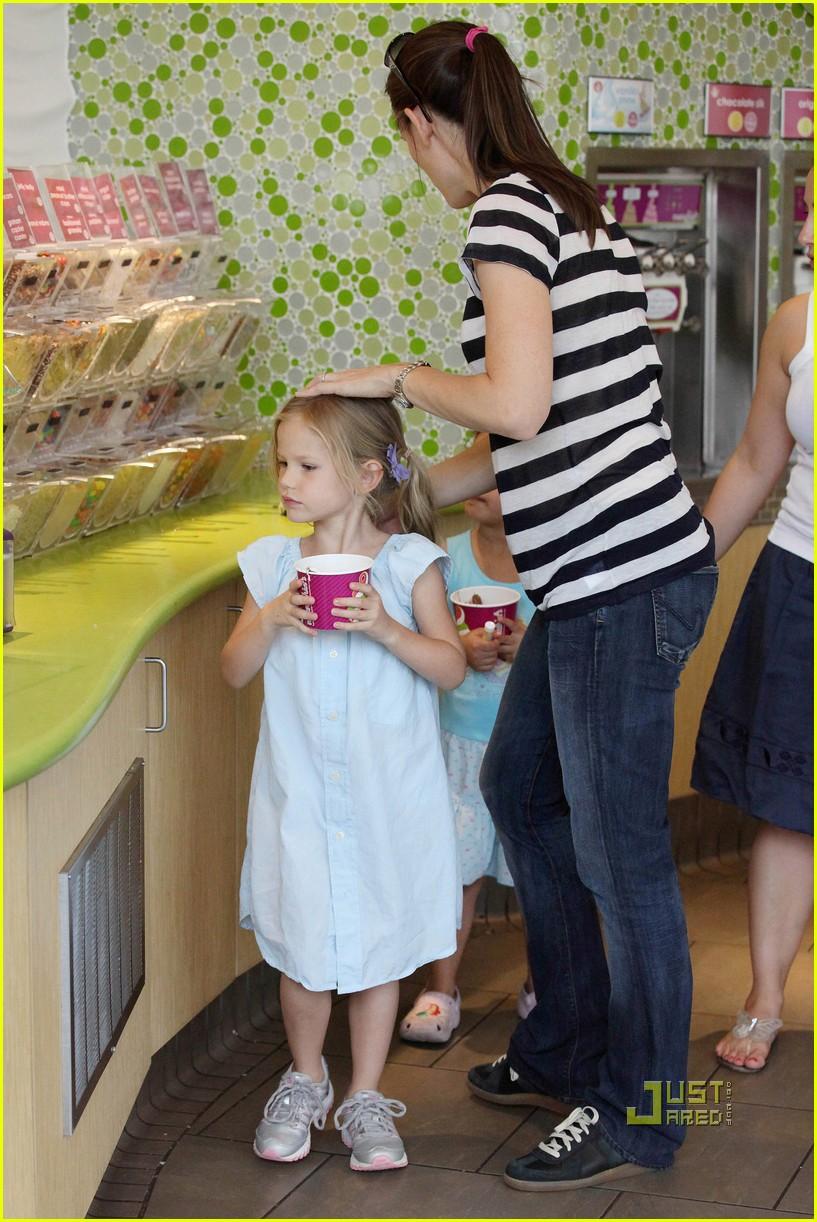 violet affleck yummy yogurt 012483553