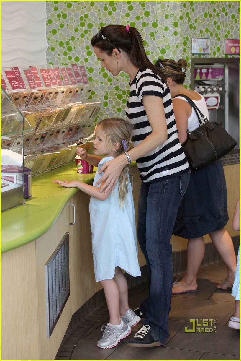 violet affleck yummy yogurt 072483559