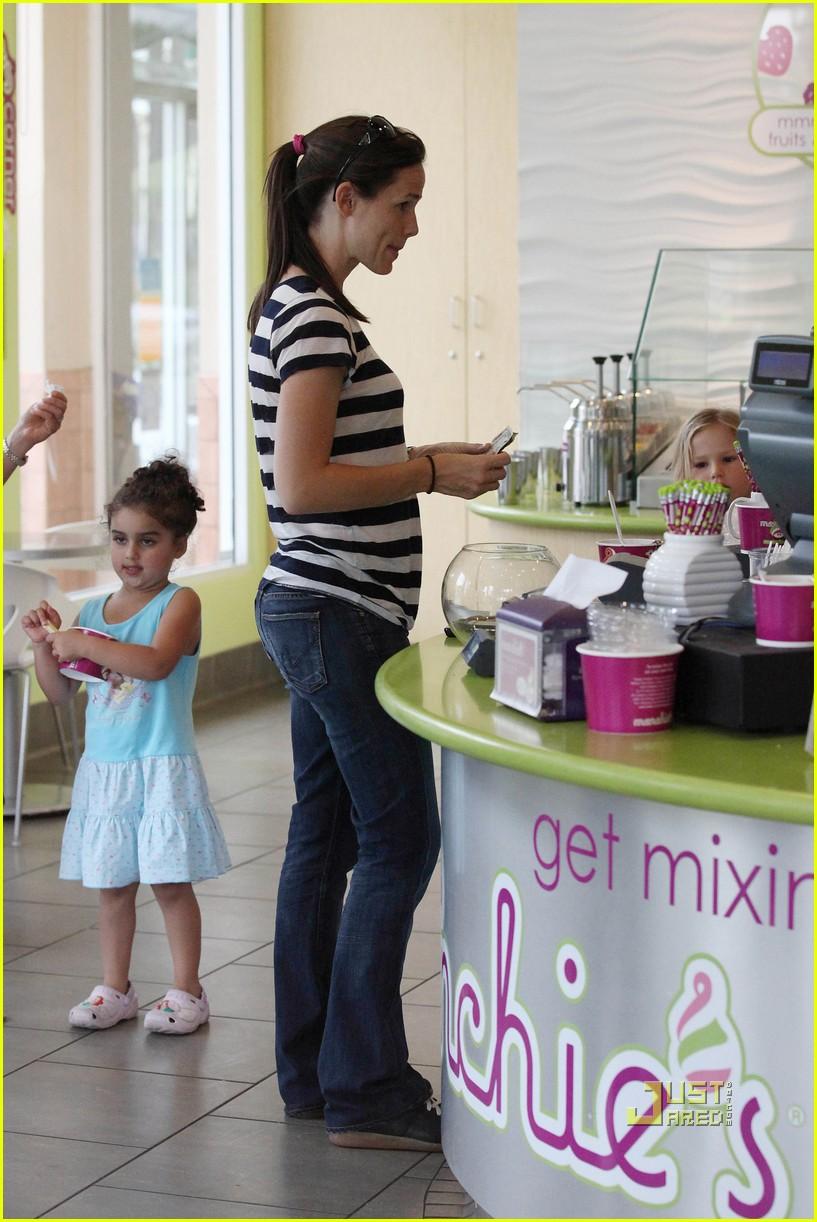 violet affleck yummy yogurt 102483562