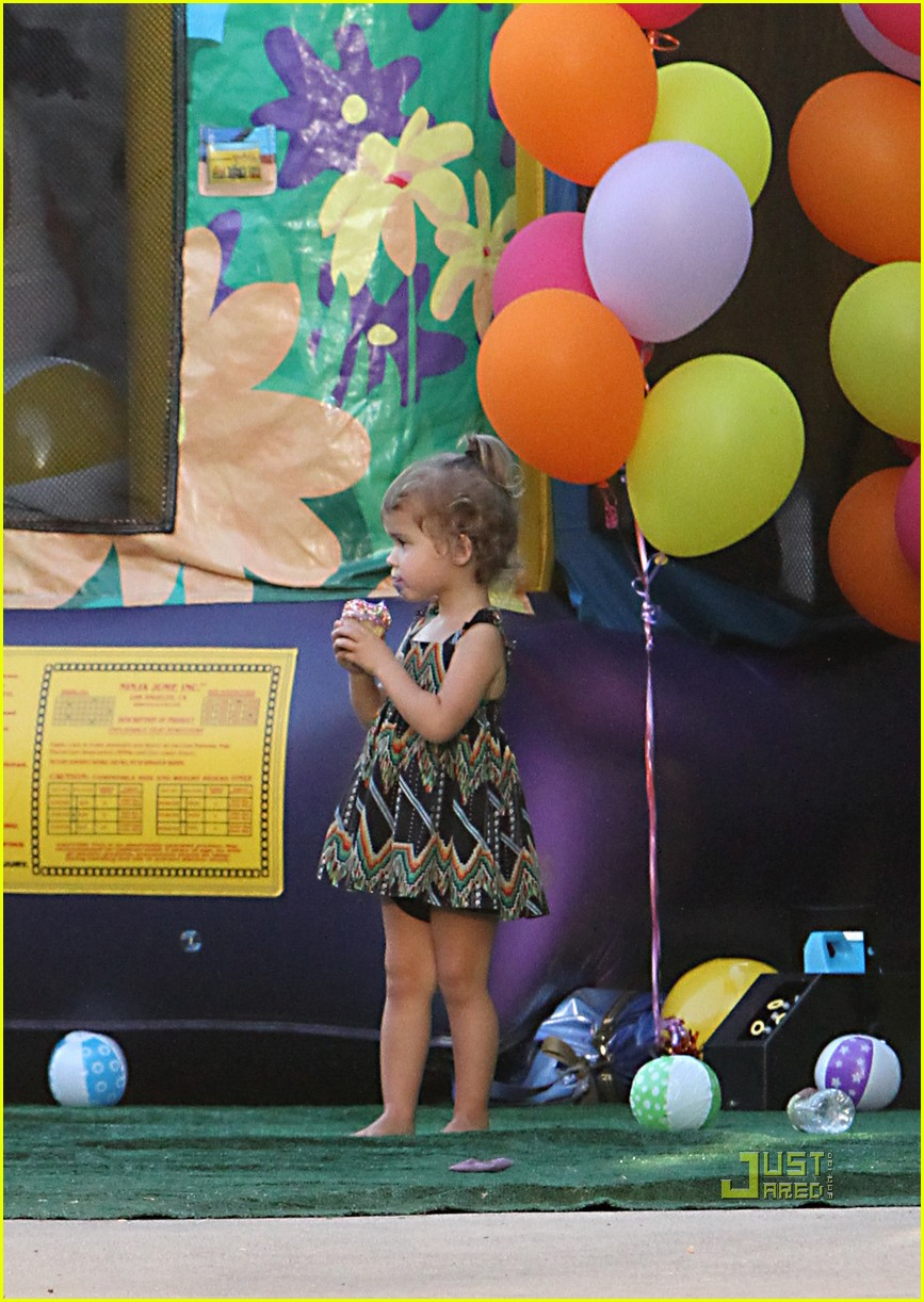 jessica alba honor warren birthday balloons 022483033