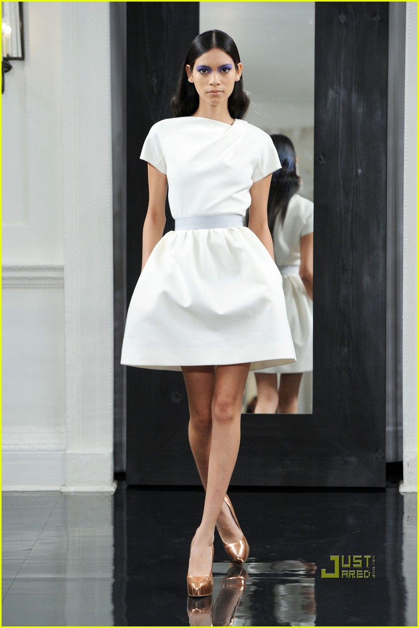 victoria beckham ny fashion week 102479397
