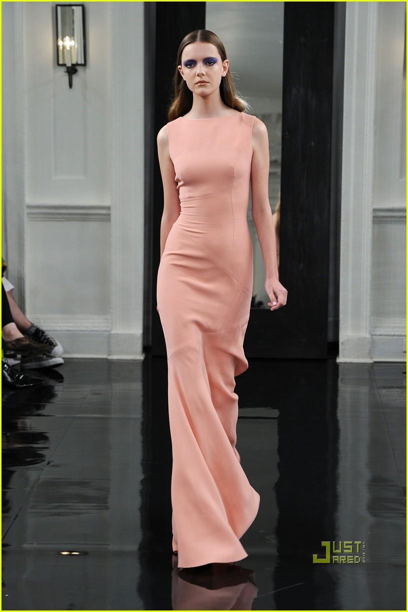 victoria beckham ny fashion week 182479405