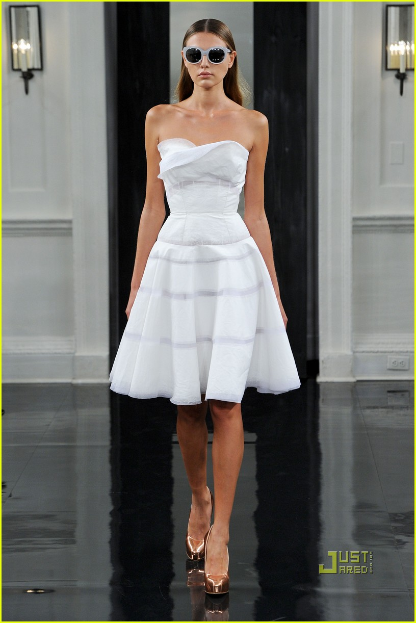 victoria beckham ny fashion week 282479415