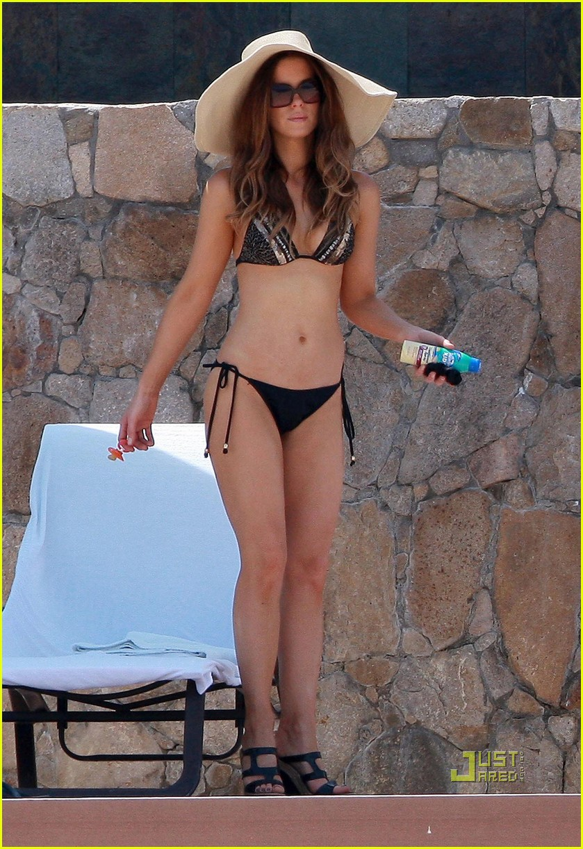 kate beckinsale bikini 06