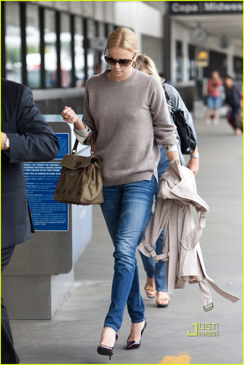 charlize theron lax mom gerda 012478611
