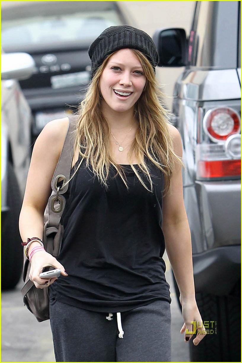 0a7b057ced2 Hilary Duff  Starbucks Stop!  Photo 2478281
