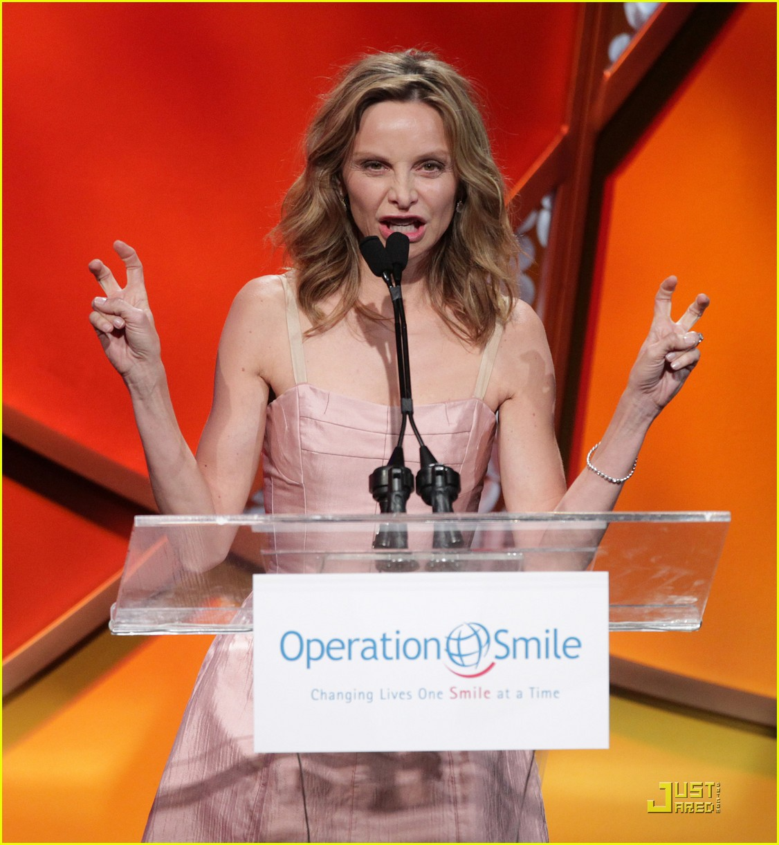 calista flockhart operation smile gala 04